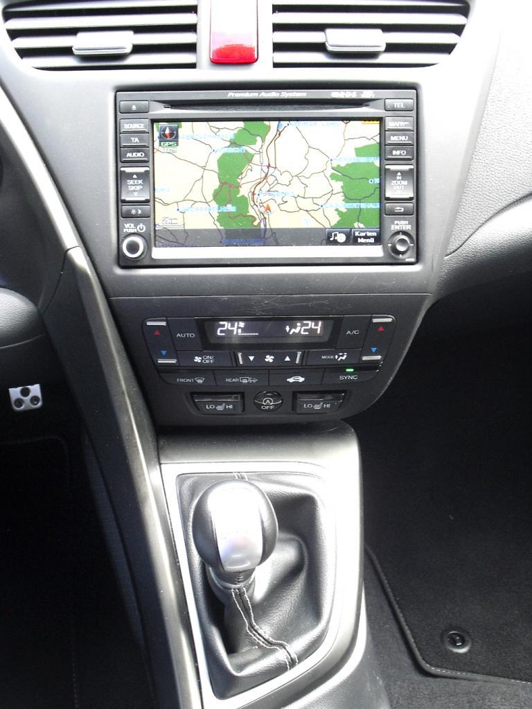 Honda Civic: Blick auf den mittleren Armaturenträger.
