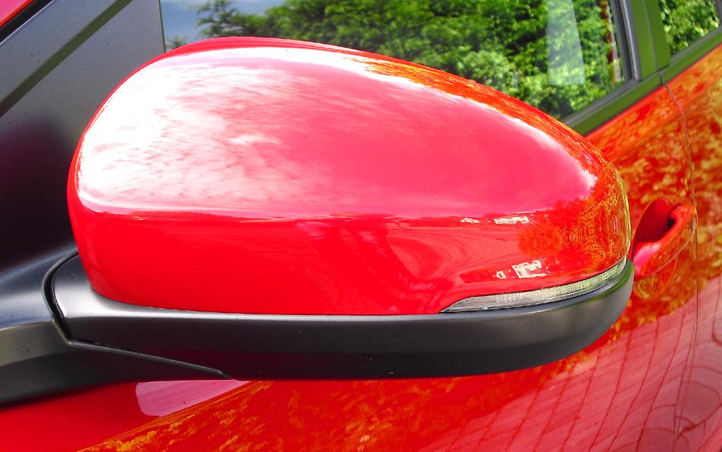Honda Civic: In die Außenspiegel sind schmale Blinkleisten integriert.