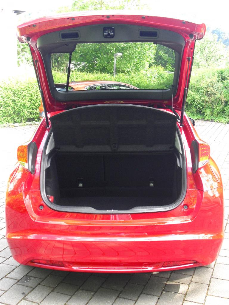 Honda Civic: Ins Gepäckabteil passen 467 bis 1342 Liter hinein.