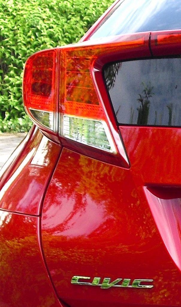 Honda Civic: Leuchteinheit am Heck mit Modellschriftzug.