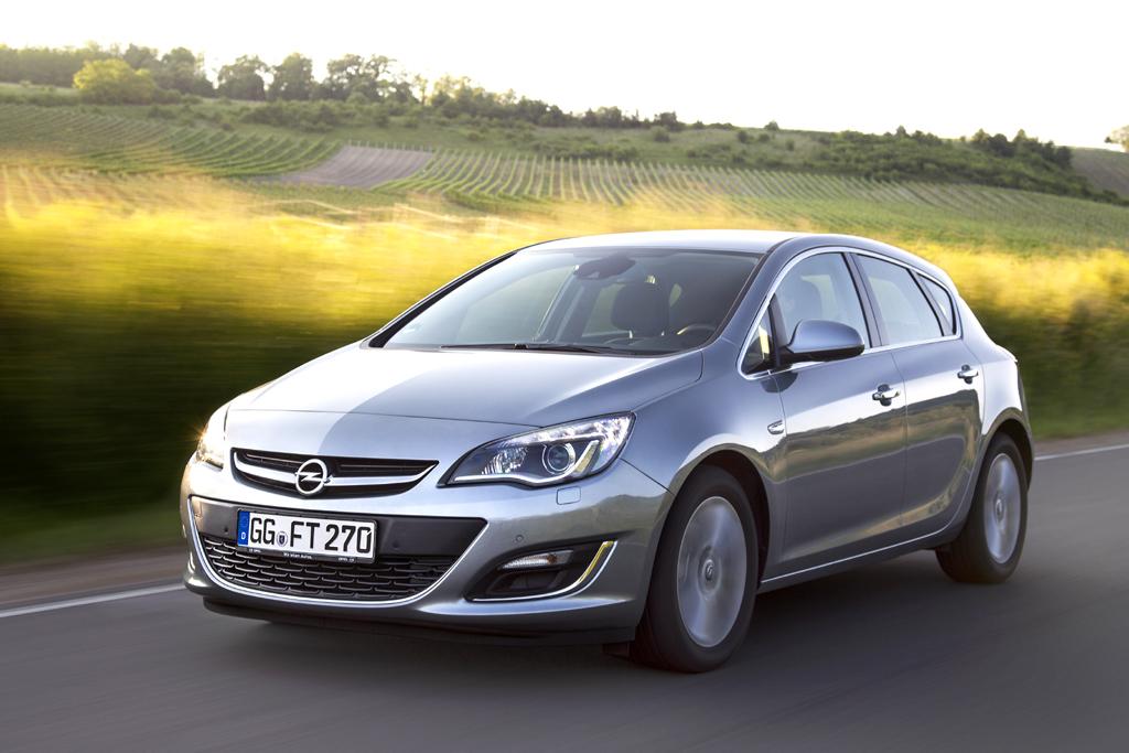 In der Astra-Familie, hier der Fünftürer, setzt Opel den neuen 1,6-Liter-Turbobenziner ein.