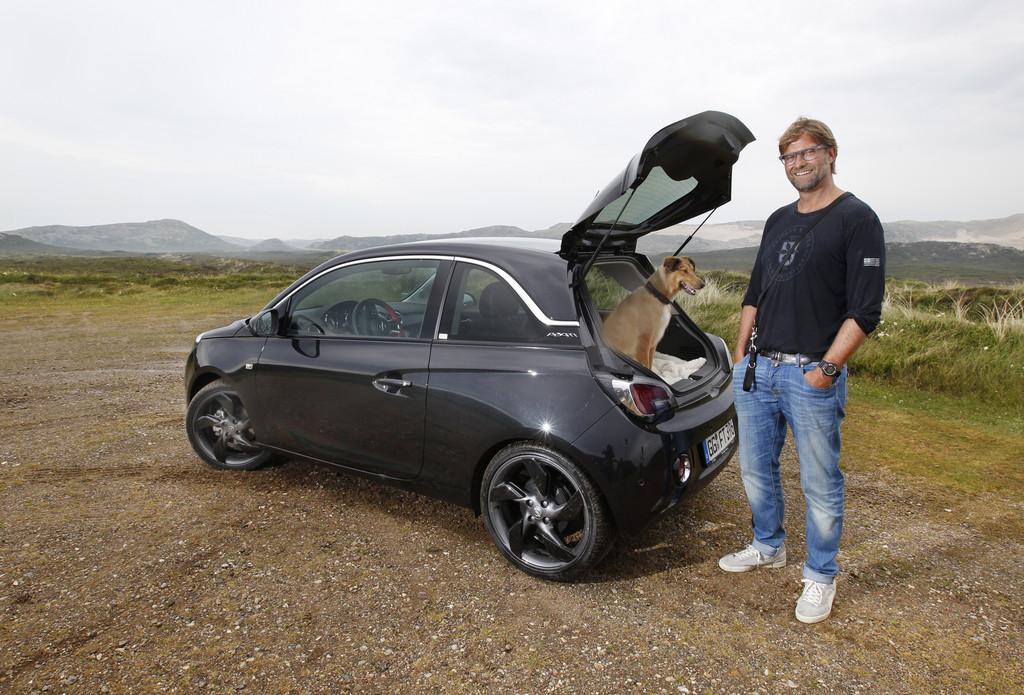 Jürgen Klopp genießt den Opel Adam auf Sylt