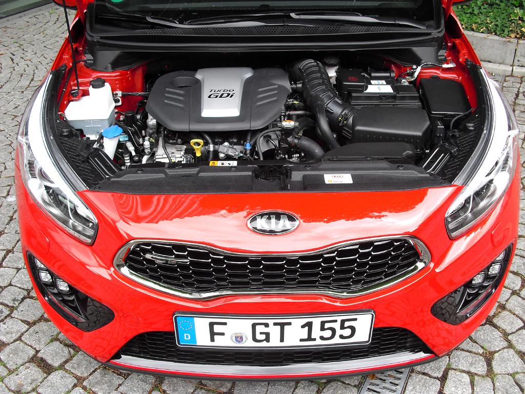 Kia Cee'd GT: Blick unter die Haube, auf den 1,6-Liter-Turbobenziner mit 150/204 kW/PS.
