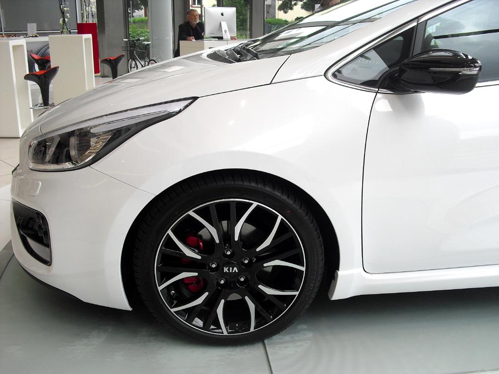 Kia Pro Cee'd GT: Bei den Rädern handelt es sich um 18-Zöller mit 225er-Reifen.