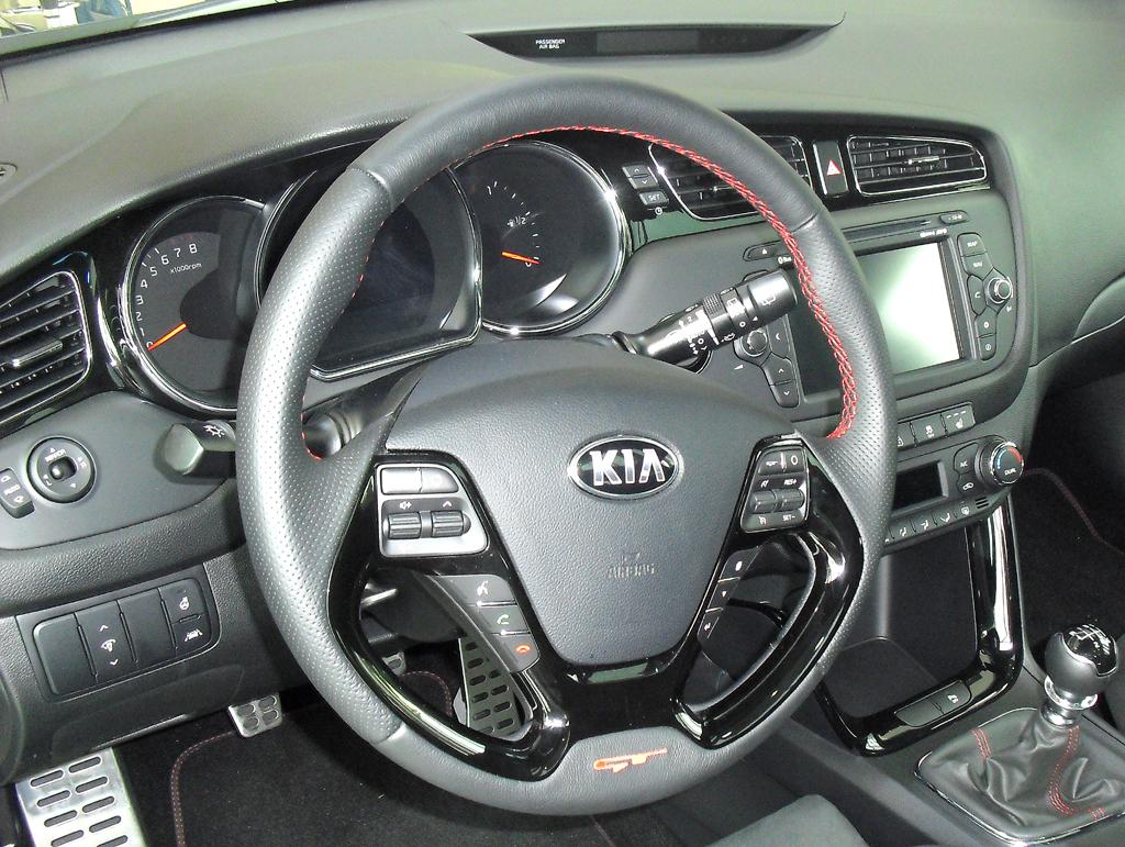 Kia Pro Cee'd GT: Blick ins Cockpit.