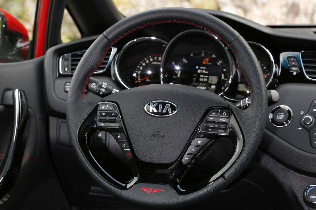 Kia cee'd GT: Eine Menge Racer fürs Geld