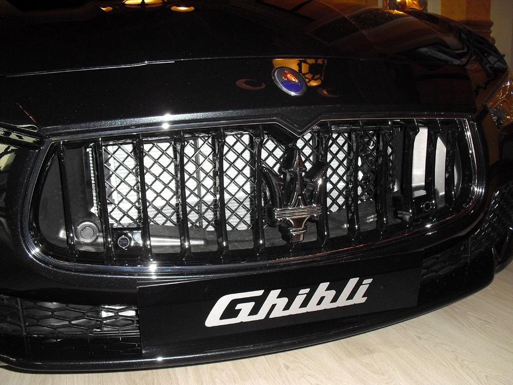 Maserati Ghibli: Blick auf die Frontpartie - im Zeichen des Dreizacks.