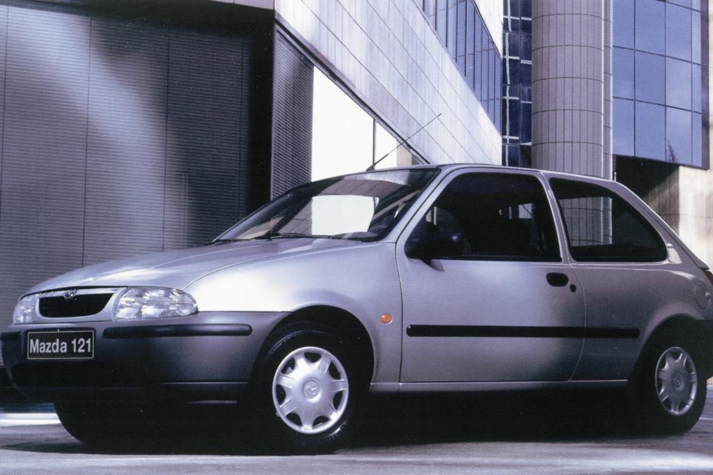 Mazda 121 ab 1997 Schwestermodell des Ford Fiesta