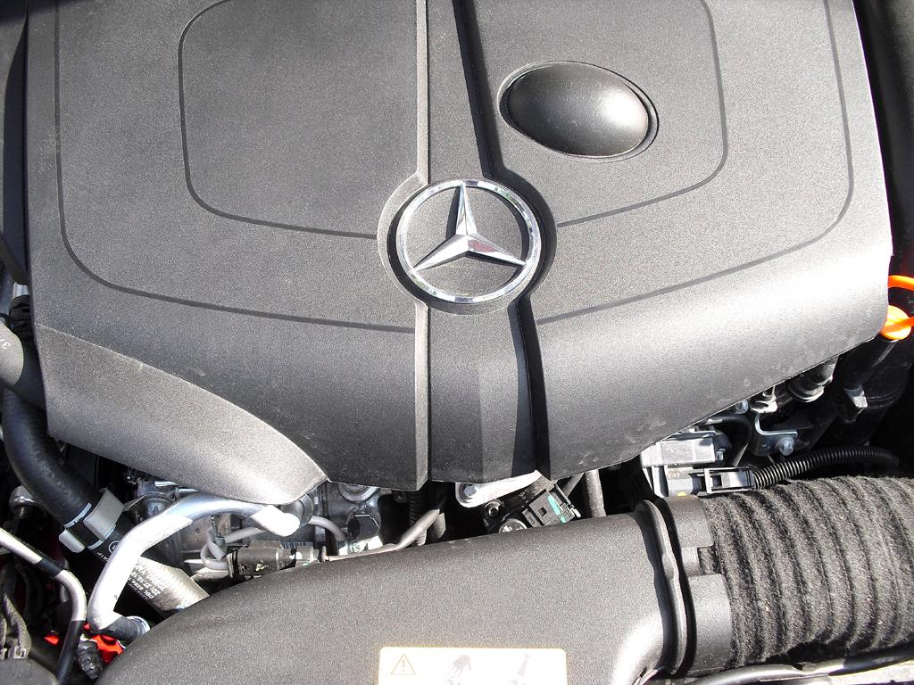 Mercedes CLA: Blick unter die Haube auf den Vierzylinder-Selbstzünder.