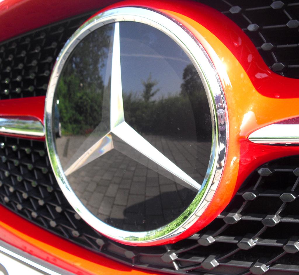 Mercedes CLA: Der Markenstern prangt vorn groß und mittig im Kühlergrill.