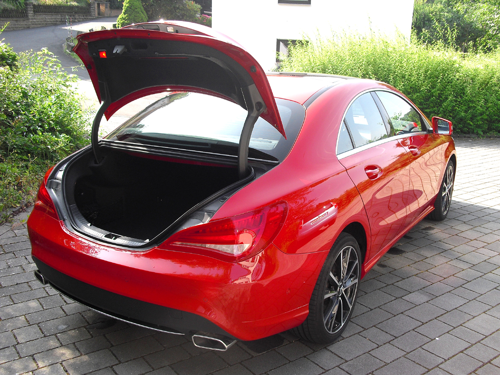 Mercedes CLA: Ins Gepäckabteil passen erweiterbare 430 Liter hinein.