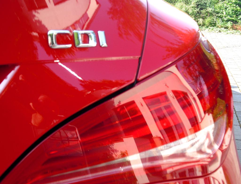 Mercedes CLA: Moderne Leuchteinheit hinten mit Antriebsschriftzug, hier Diesel.
