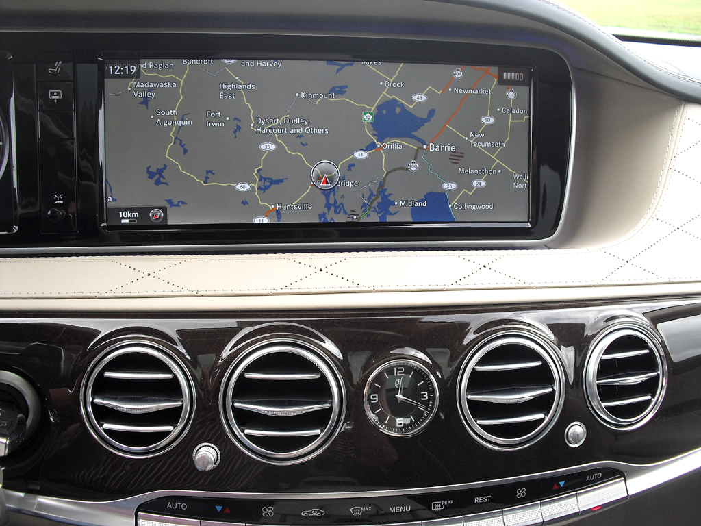 Mercedes S-Klasse: Blick auf den mittleren Armaturenträger.