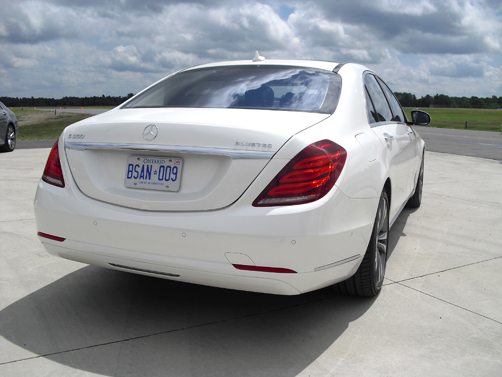 Mercedes S-Klasse: Blick auf die Heckpartie.