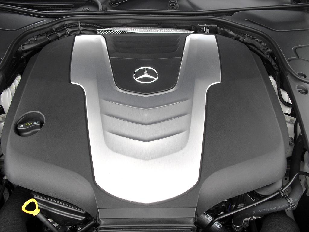 Mercedes S-Klasse: Blick unter die Haube, hier beim Sechszylinder-Turbodiesel.