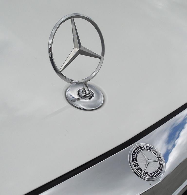 Mercedes S-Klasse: Der Markenstern sitzt vorn auf der Motorhaube.