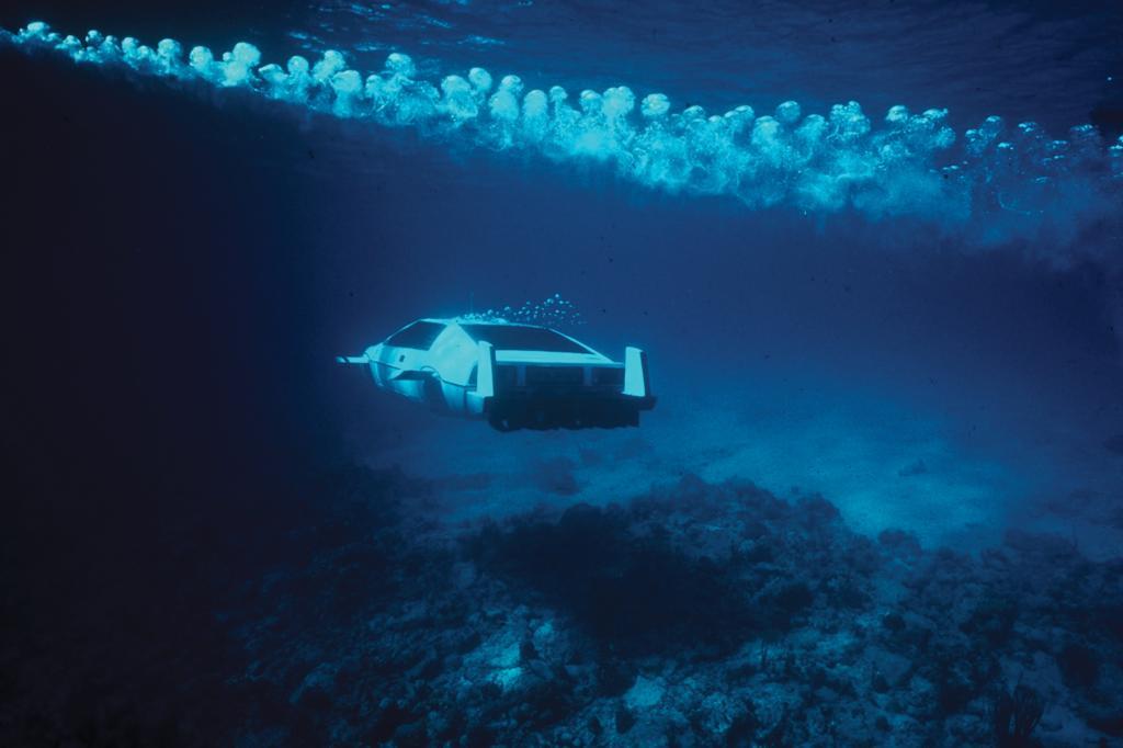 Mit dem umgebauten Lotus Esprit tauchte James Bond auf den Bahamas