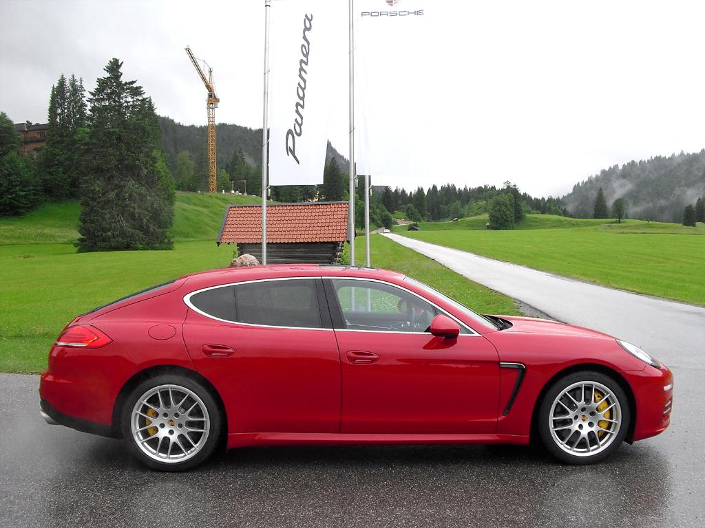 Porsche Panamera: Und so sieht die Nobelkarosse von der Seite aus.
