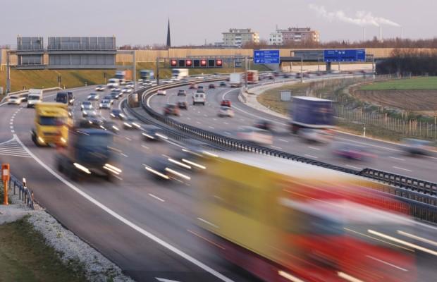 Ramsauer verhängt temporäres Samstagsfahrverbot für Lkw