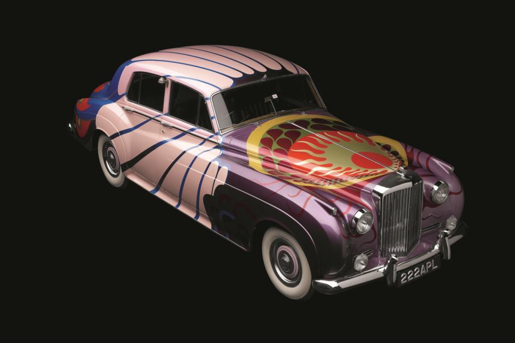 Schrillen Lack trägt der Beatles-Bentley, der von einem Modeschöpfer entworfen wurde
