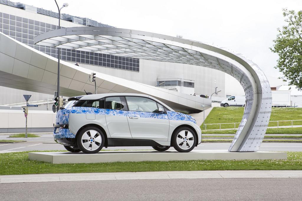 Solarladestation vor BMW Welt in Betrieb genommen