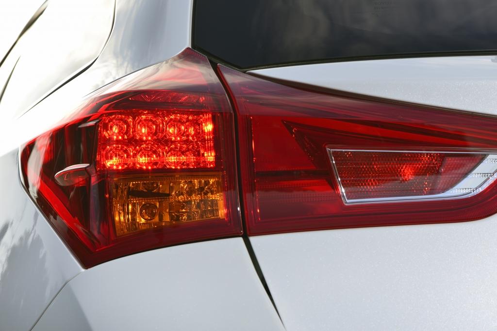 Toyota Auris Touring Sports – Kompakter Kombi auch als Hybrid