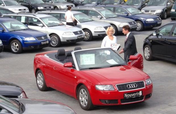 Umfrage: Autokauf - Verhandeln ist trocken, flirten kann locken