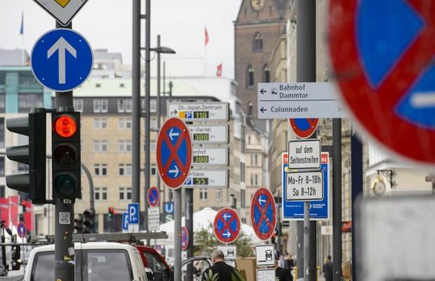 Umfrage zu Verkehrszeichen - Verwirrt im Schilderwald