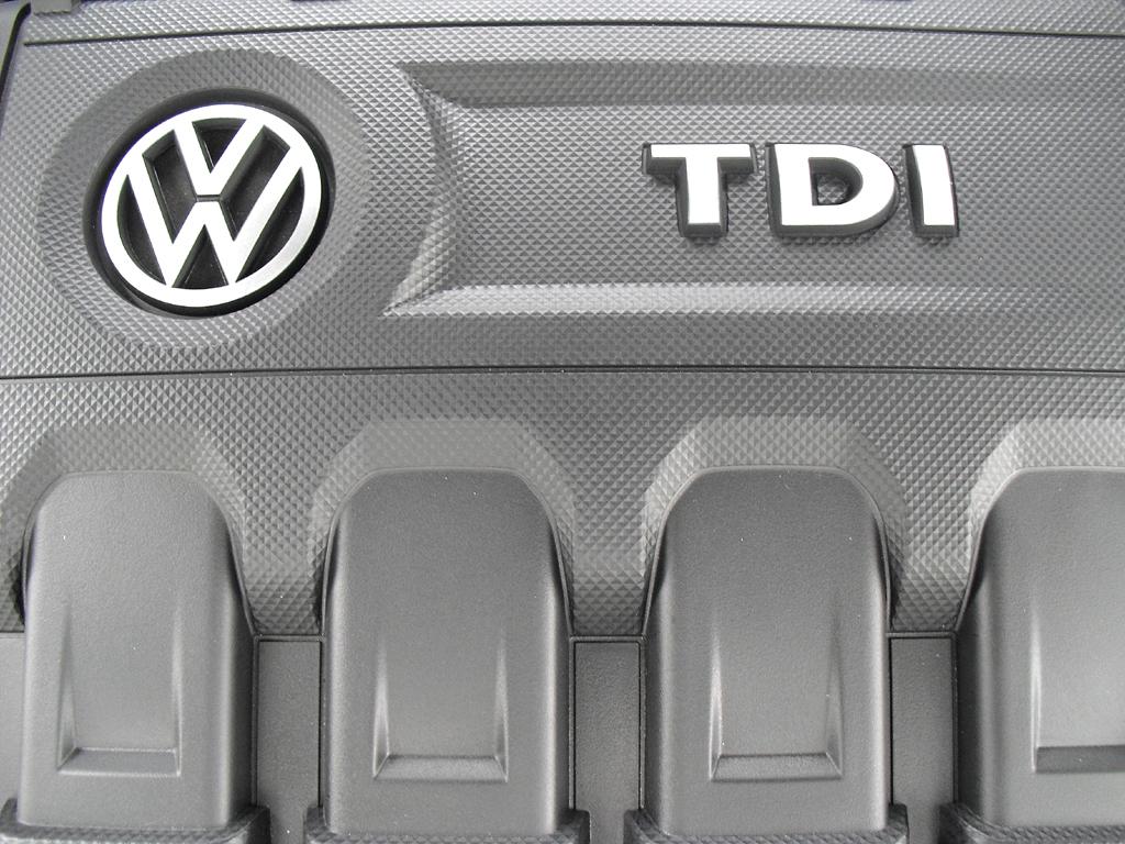 VW Golf Bluemotion: Blick unter die Haube auf den 1,6-Liter-Turbodiesel mit 81/110 kW/PS