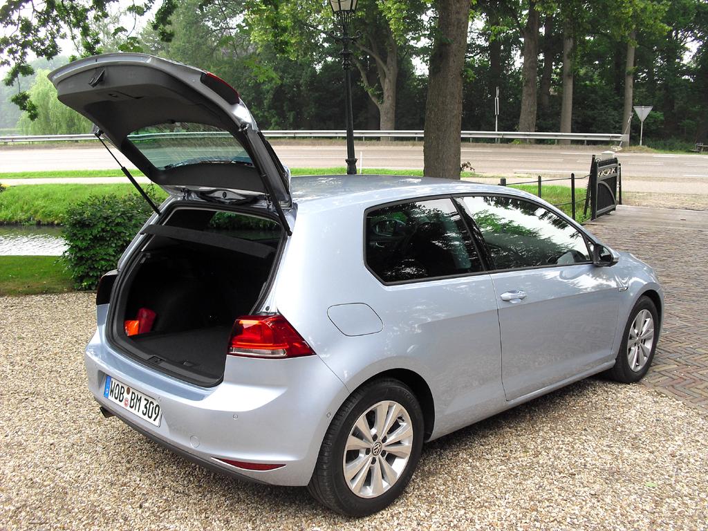 VW Golf Bluemotion: Ins Gepäckabteil passen 380 bis 1270 Liter hinein.