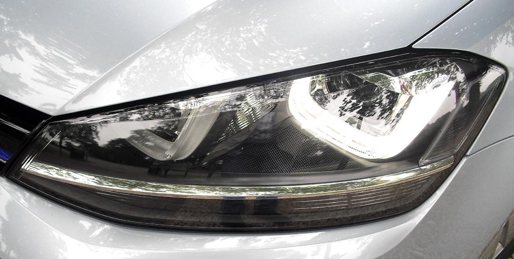 VW Golf Bluemotion: Moderne Leuchteinheit vorn.