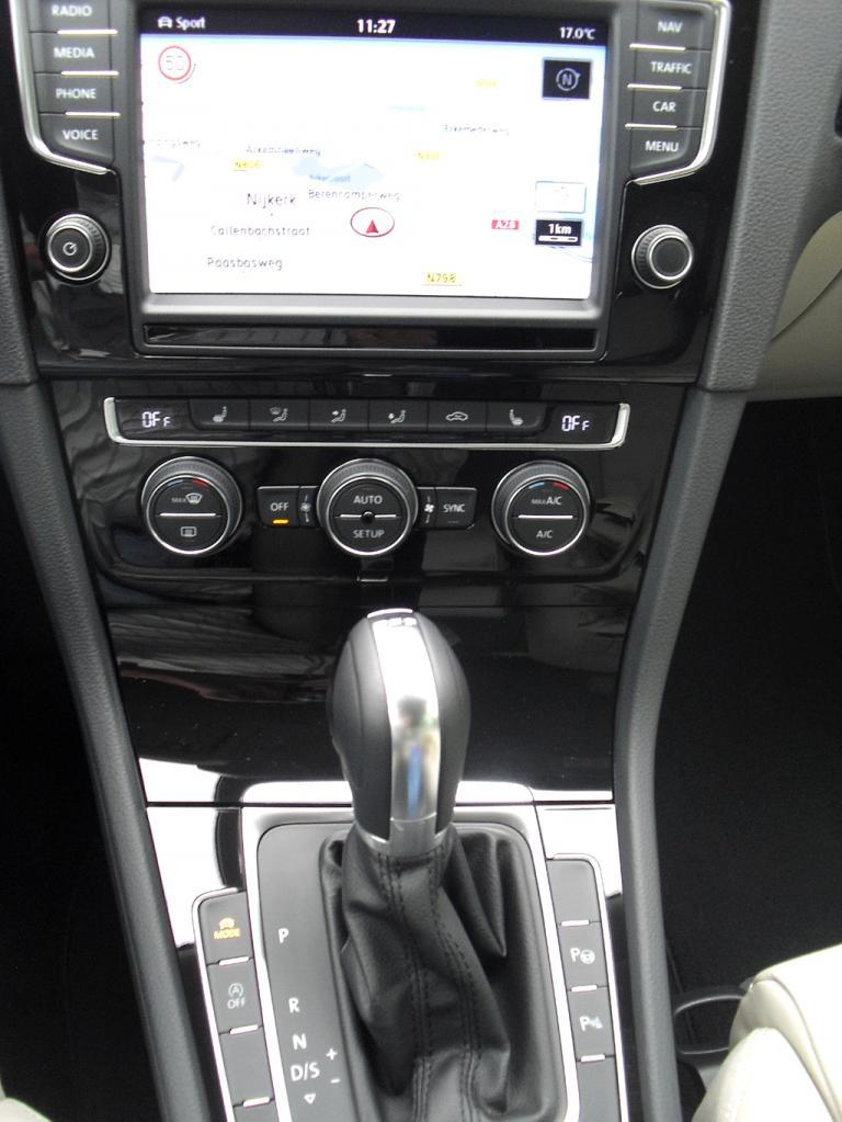 VW Golf Variant: Blick auf den mittleren Armaturenträger.