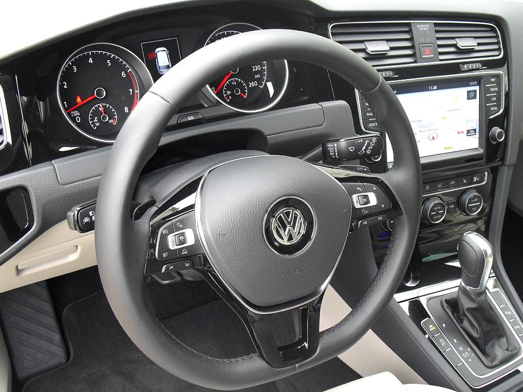VW Golf Variant: Blick ins übersichtliche Cockpit.