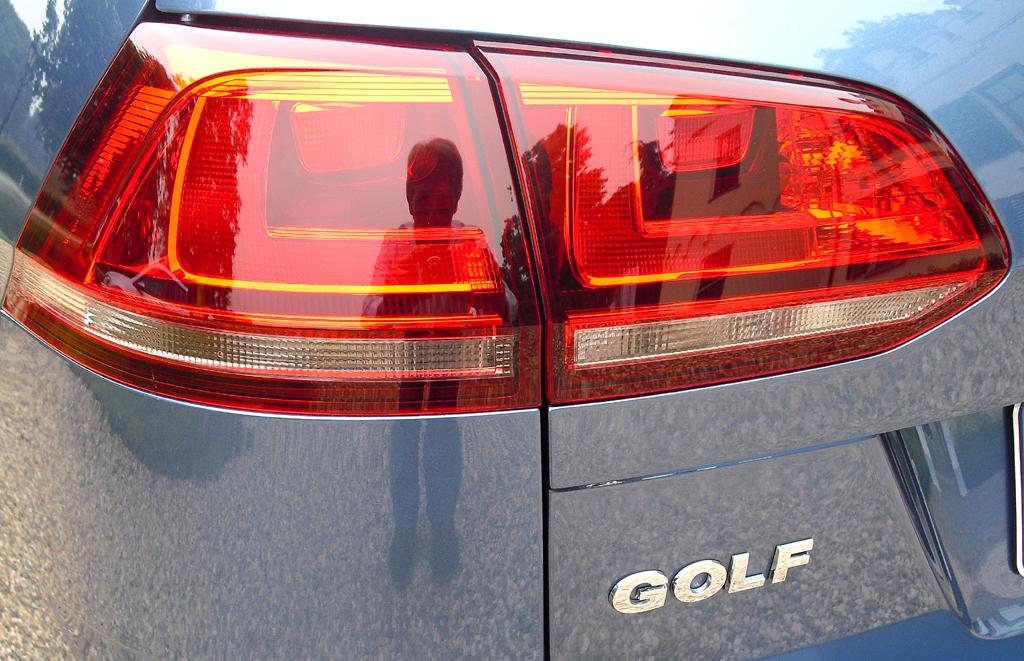 VW Golf Variant: Moderne Leuchteinheit hinten mit Modellschriftzug.