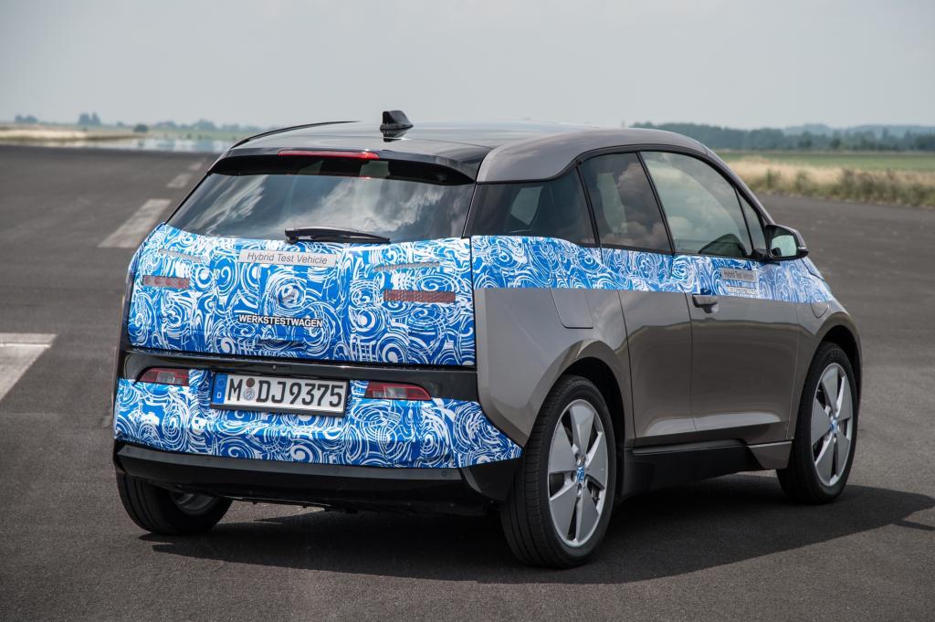 Wer sich mit dem Elektroauto ein bisschen beschäftigt hat, für den ist der Anblick nicht ganz neu. BMW hat die Vorfreude aufs elektrische Fahren in den vergangenen Jahren zelebriert