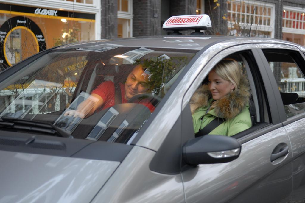 Junge Autofahrer gelten als Hochrisikogruppe.