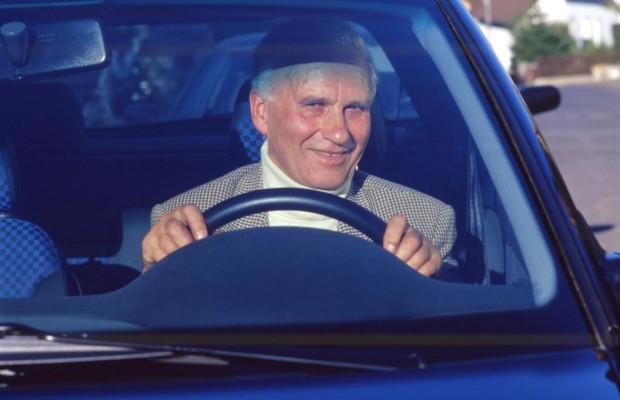 Ältere Deutsche verreisen gerne mit dem Auto