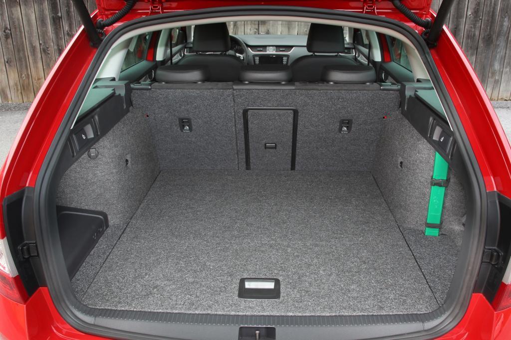 1.740 Liter passen insgesamt hinter die große Klappe, hinter der Rückbank fasst der Kofferraum 610 Liter