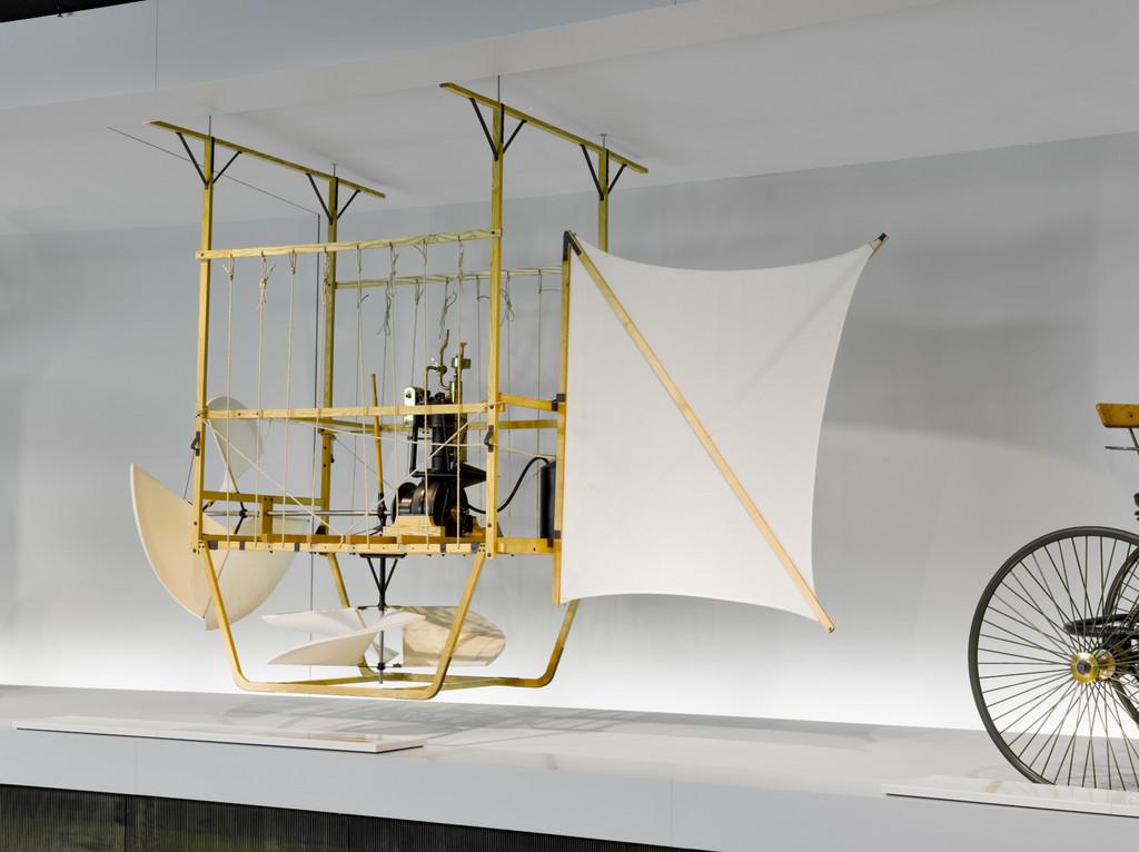 Ab in die Luft: Daimlers weltweit erster Motorflug
