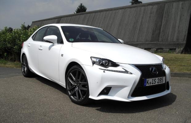 Auf Knopfdruck Sport: Lexus hat IS neu aufgelegt - auch als Hybrid