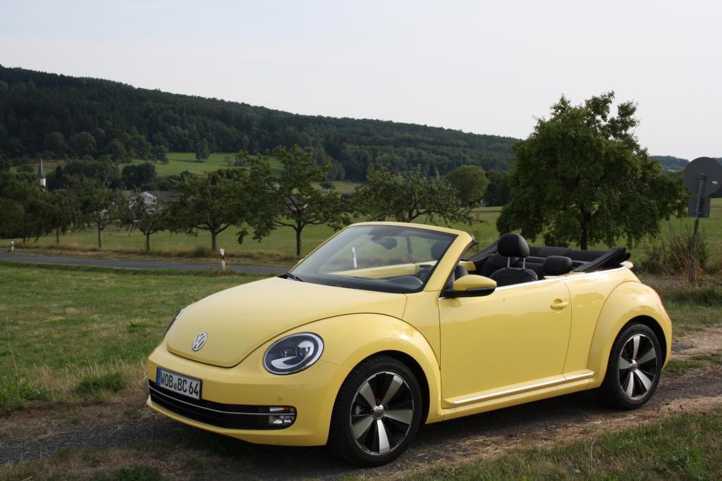 Das Beetle Cabrio bringt alles mit: schöne Formen, eine knallige Farbe sowie ein solides Stoffdach