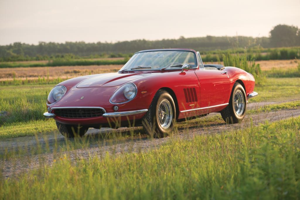 Der 1967 Ferrari 275 GTB/4 N.A.R.T Spyder mit seinen mehr als 221 kW/300 PS aus dem 3,2-Liter-V12 ist das zweitteuerste versteigerte Auto der Welt
