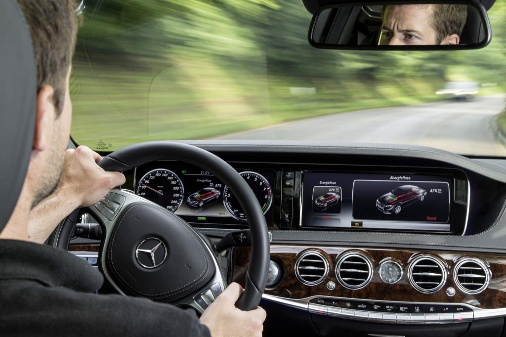 Der Fahrer hat im Plug-In-Hybrid vier Betriebs-Modi zur Wahl.