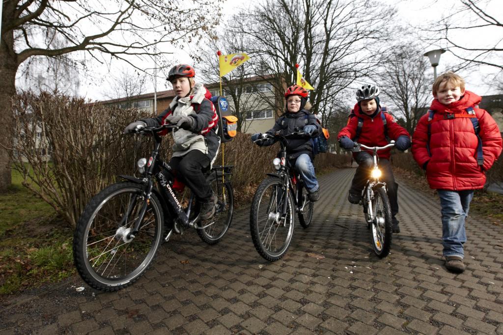Die Grundvoraussetzung für eine sichere Fahrt zur Schule auf dem eigenen Rad bringt das Kind mit.