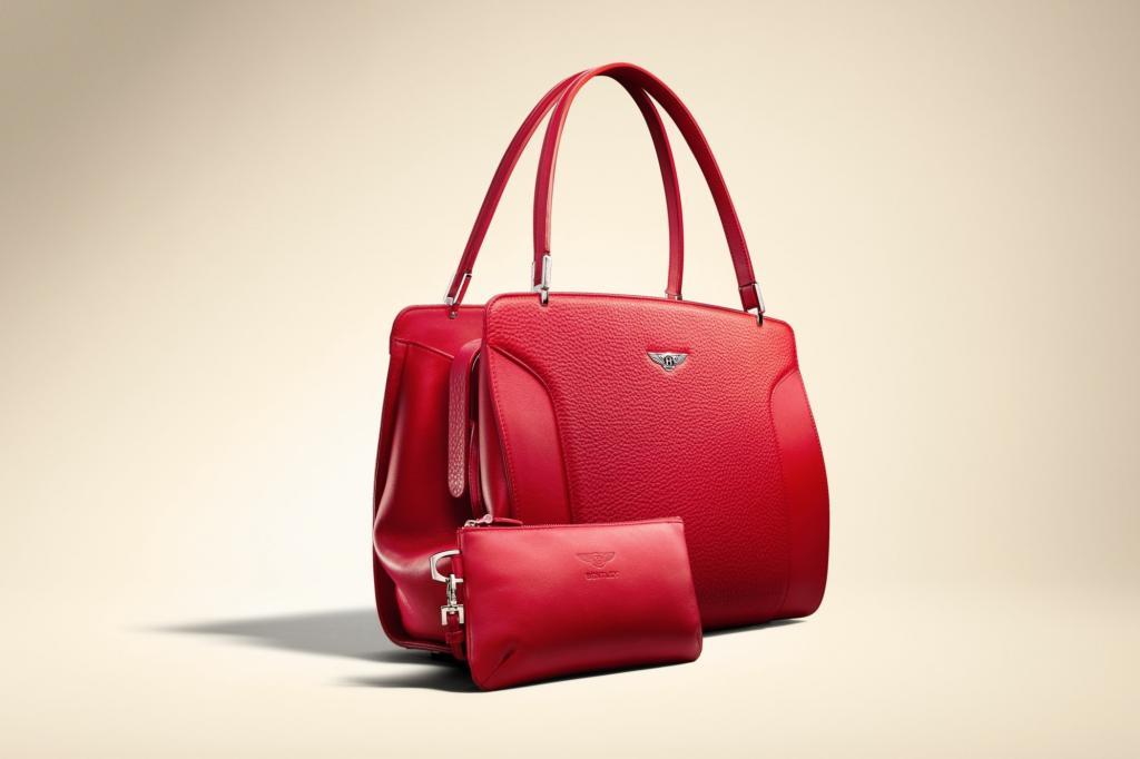 Die Kollektion, die im Moment aus zwei Modellen besteht, ist in Zusammenarbeit mit dem Designer Vincent du Sartel entstanden.