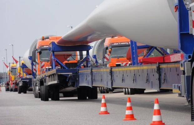 Die wachsende Zahl der Schwertransporte führt dazu, dass der ohnehin knappe Parkraum entlang der Autobahnen noch kleiner wird
