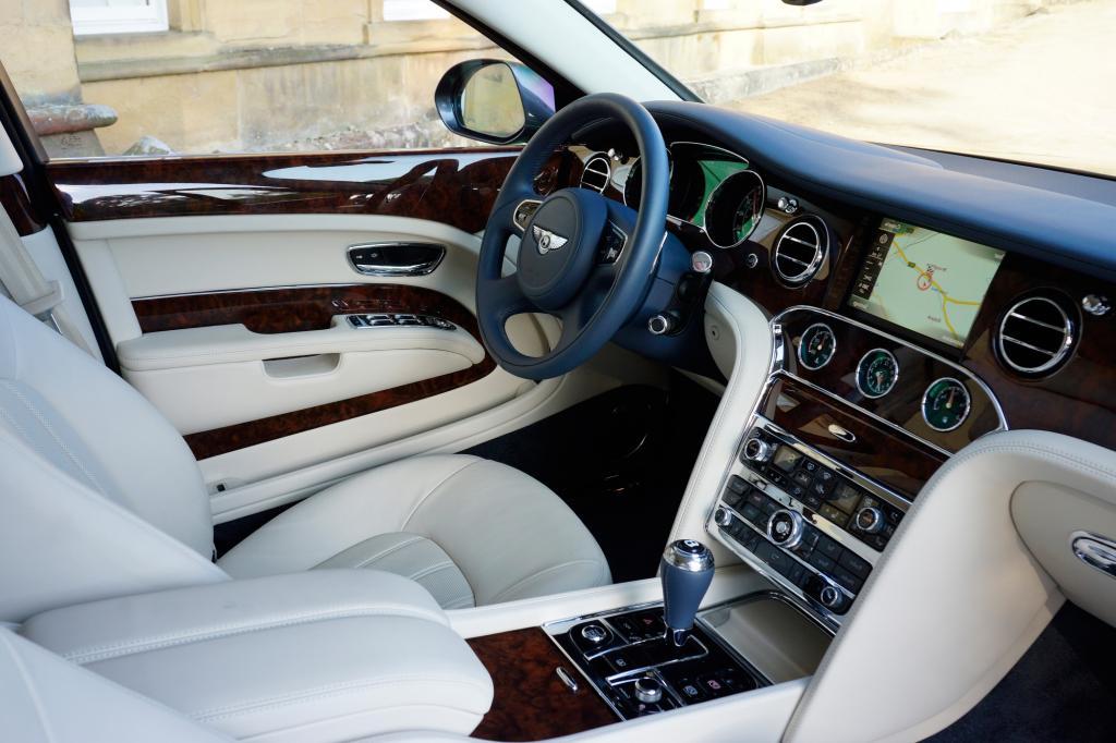 Für unsere Fahrt nach Pebble Beach wählten wir das aktuelle Spitzenprodukt von Bentley, den mindestens 293.000 Euro teuren Mulsanne.