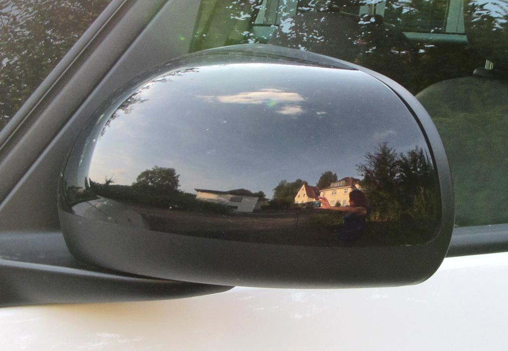 Fiat 500L: Blick auf den Außenspiegel auf der Fahrerseite.