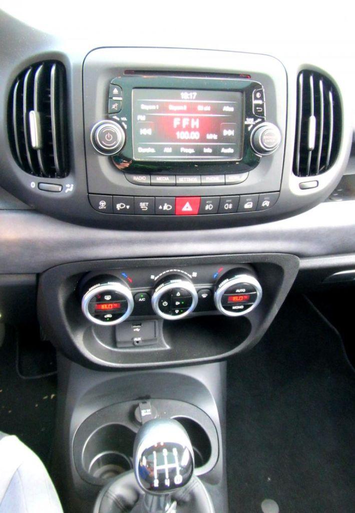 Fiat 500L: Blick auf den mittleren Armaturenträger.