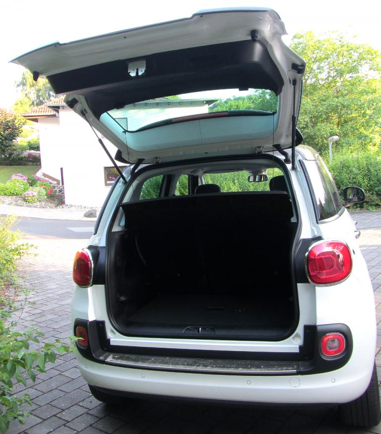Fiat 500L: Das Gepäckabteil fasst bemerkenswerte 400 bis 1310 Liter.